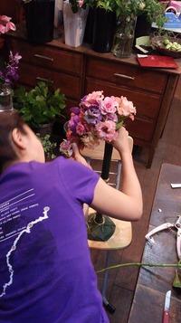 フラワーショップ花水(hanasui)は、静岡市駿河区国吉田(草薙・県総合運動場)フラワーアレンジメント・花束からお祝い・母の日・お誕生日・ディスプレイ、ウェディングブーケからフラワーレッスン、お庭の仕事などなど。 色々ご準備しております